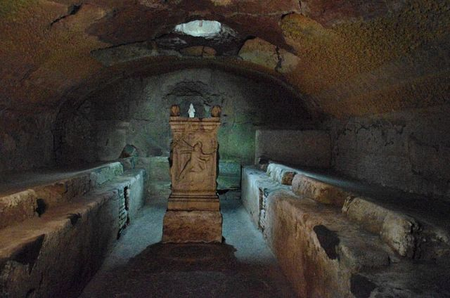 800px-Mithraeum_San_Clemente_Rom