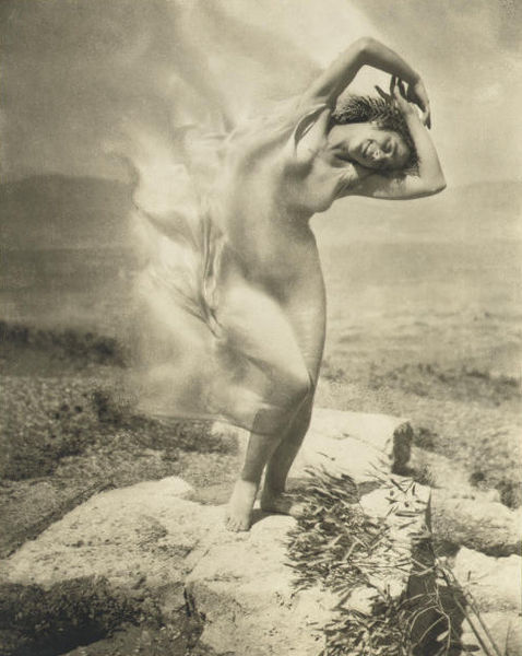 478px-Steichen_-_wind_fire_-_Thérèse_Duncan_on_the_Acropolis,_1921