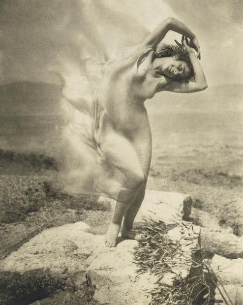 478px-Steichen_-_wind_fire_-_Thérèse_Duncan_on_the_Acropolis,_1921