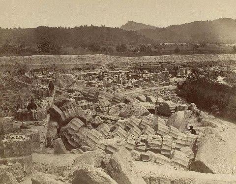Excavaciones en Olimpia 1875-1876 bajo la dirección de Ernst Curtius.