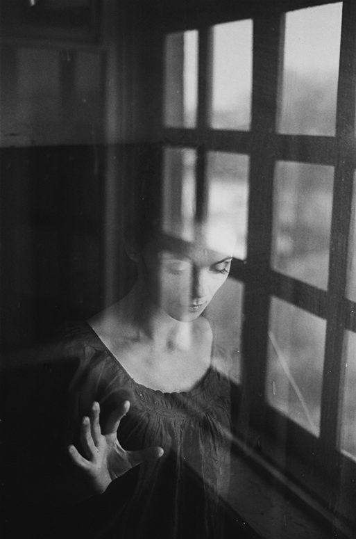 lookin in by Anastasia Laktina