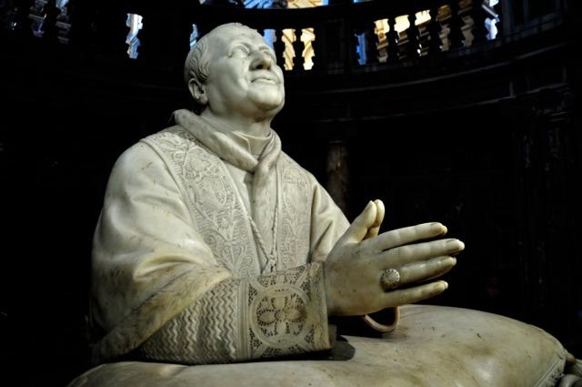 santa-maria-maggiore-escultura-pio-ix