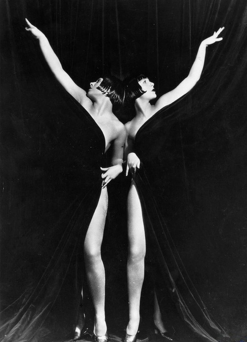 The Sisters G in King of Jazz, 1930