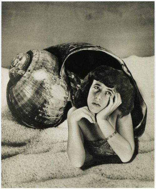 Dream No. 4, Freshwater mermaid [Grete Stern~Suenos]