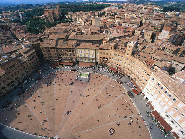 aerial-view-of-piazza-del-campo-siena-italy