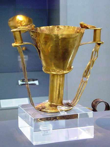 Nestorbecher_Mykene_(Nationalmuseum_Athen)