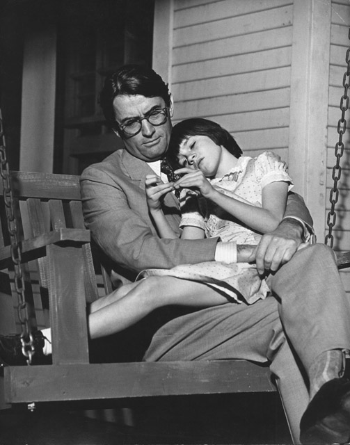 04-1089_to-kill-a-mockingbird-gregory-peck-atticus-finch-mary-badham-scout-swing