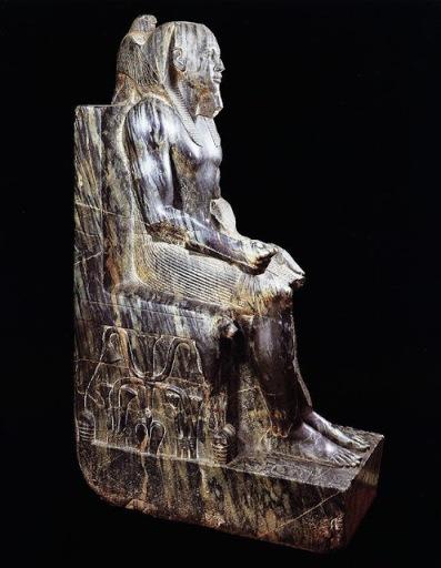 36 - Estatua sedente del Faraon Kefren