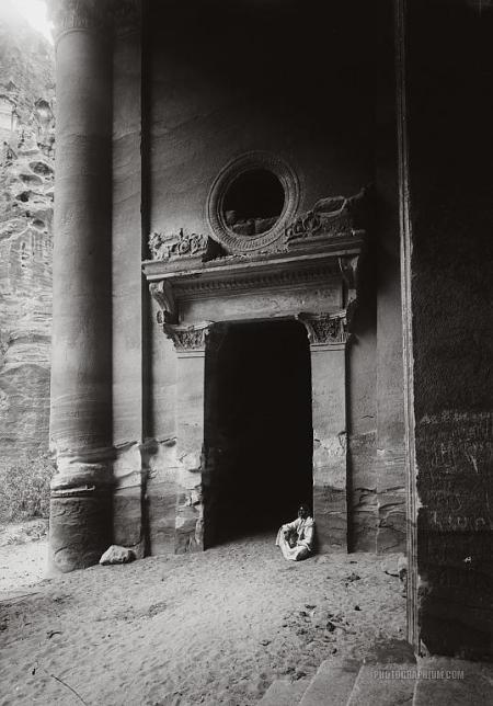 side_doorway_of_el-khazne._petra_jordan._1900-1920