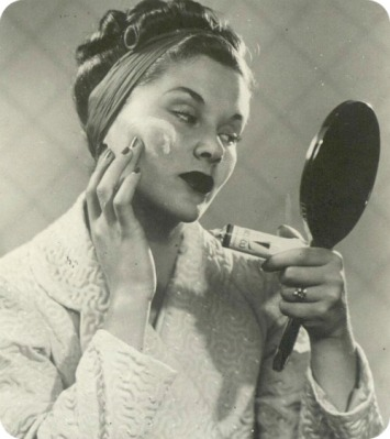 Face-Cream-Vintage-Mirror
