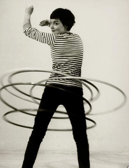 Hula hooping, 1950 (Walter Blum)