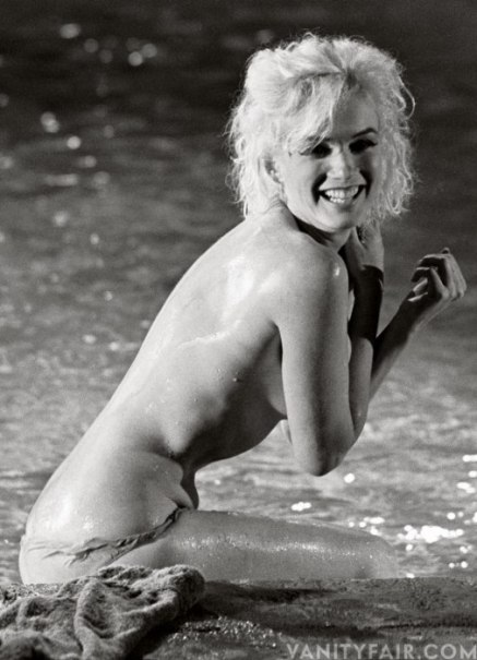 Marylin-Monroe_by-the-pool-Somethings_Got_to_Give-6