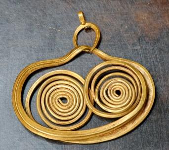 Earring_Mycenae_Louvre_Bj135