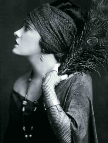 gloria-swanson-1928-by-digirrl