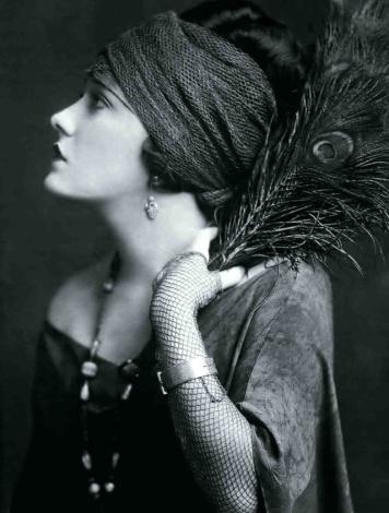 gloria-swanson-1928-by-digirrl