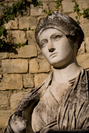 replica_of_vibia_sabina_statue_in_vaison-la-romaine