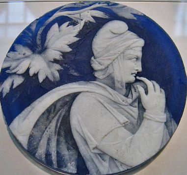 paris-glass-cameo-style-disc-of-blue-and-white-roman-27-bce-37-ce-associated-with-the-portland-vase