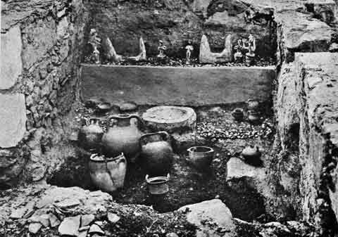 shrine-of-the-double-axes-knossos