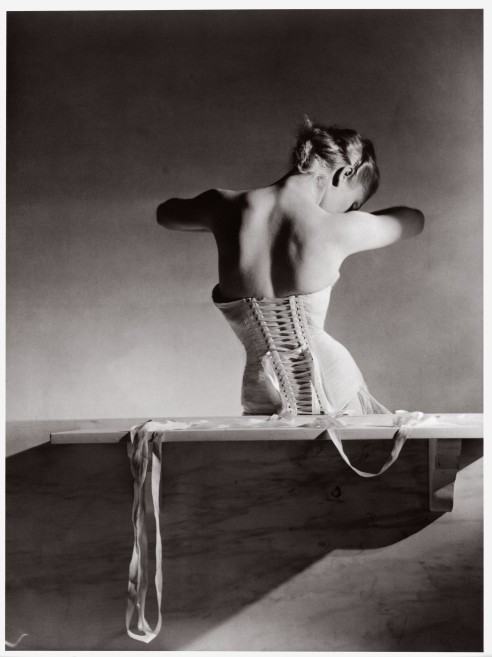 horst-p-horst-the-mainbocher-corset-1939-paris-vogue-studios