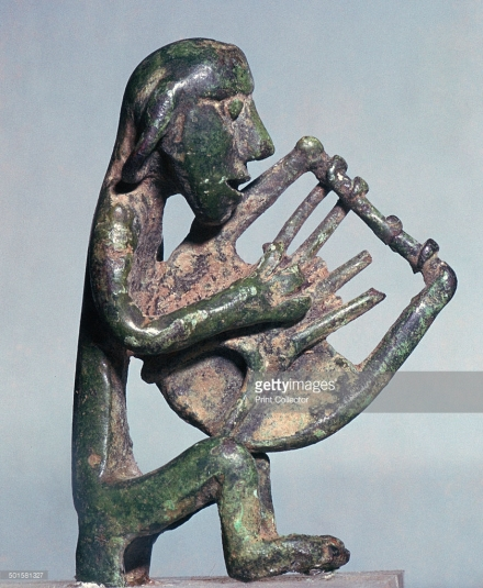 minoan-bronze-of-a-harpist