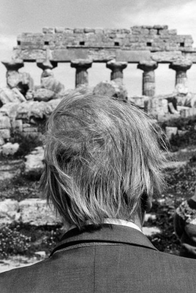 sicily-selinunte-borges-at-the-ruins-of-the-temple-ferdinando-scianna-magnum-photos-par220759